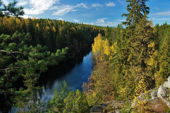 Особенно Финляндия придется по душе любителям природы, которая в октябре приобретает особый осенний шарм