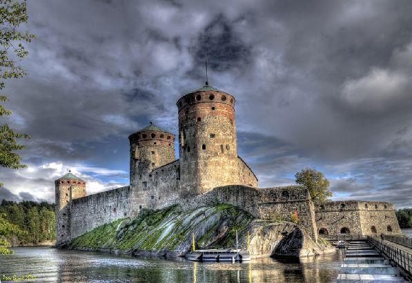 Олавинлинна - один самых известных замков Финляндии, где проходит международный оперный фестиваль Савонлинна