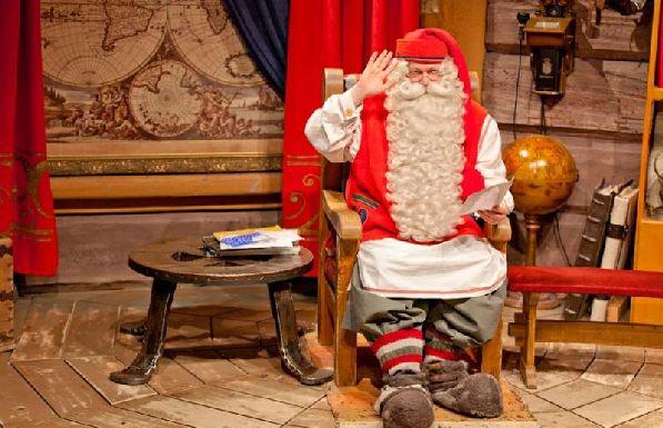 Финский Дедушка Мороз раз встречи со своими гостями не только под Новый Год.