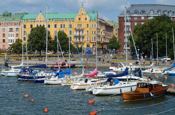 Насколько же непривычно видеть Хельсинки не под белоснежным покровом, а в пышном зеленом убранстве!