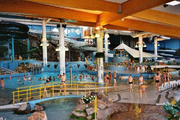 В этом аквапарке даже зимой царит тёплое лето.