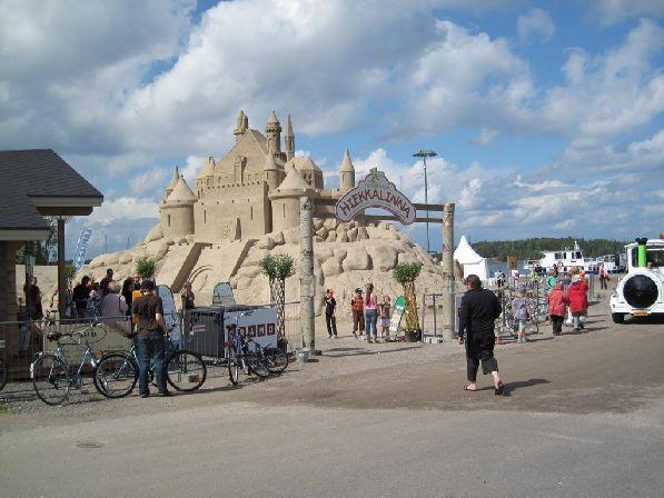 Фестиваль песчаных скульптур собирает самых талантливых мастеров со всего Суоми.
