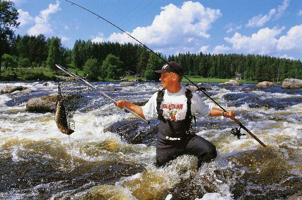 Рыбалка - один из любимых видов отдыха многочисленных туристов.