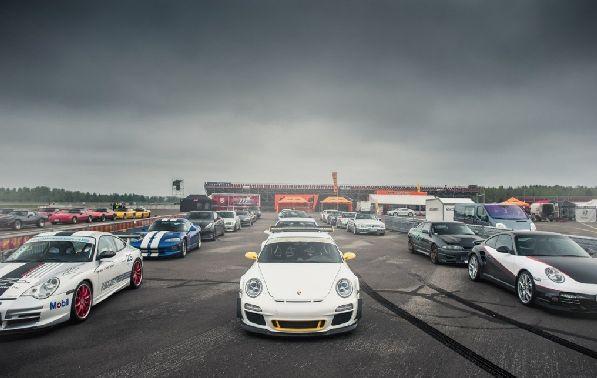 ''Unlimited Racing'' - это гонки для всех любителей драйва, скорости и адреналина.