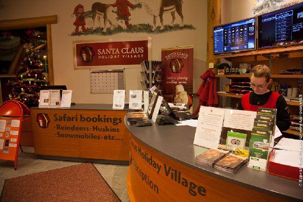 Экскурсии можно приобрести прямо на территории деревни Санта Клауса