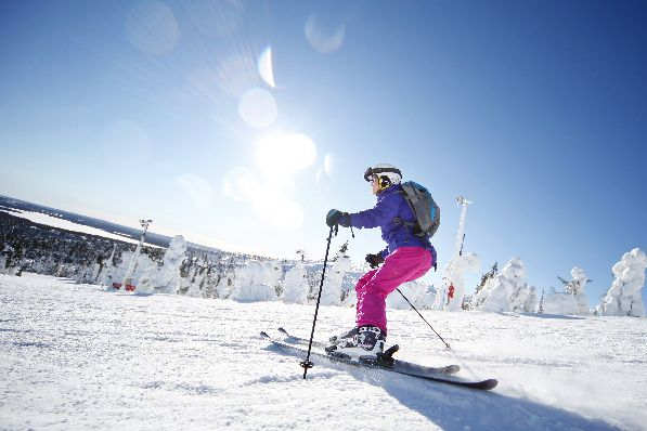 В марте на многочисленных горнолыжных курортах страны сезон катания в самом разгаре.
