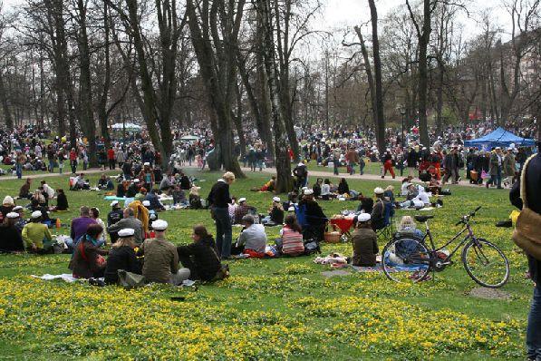 В Ваппу народ дружно высыпает в парки, где устраивает пикники.