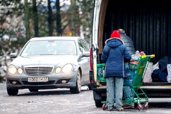 Для жителей Санкт-Петербурга и Ленинградской области шопинг в Финляндии уже давно стал чем-то обыденным. Кому, как не им знать, на какие из товаров стоит обратить внимание и куда отправиться за покупками.