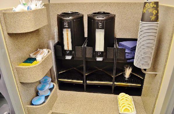 На протяжении всего пути следования вы можете воспользоваться вот такой мини-кухонькой, чтобы самостоятельно приготовить себе кофе или чай (всё бесплатно).